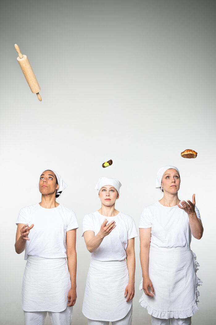 Tre dansare utklädda till bagare