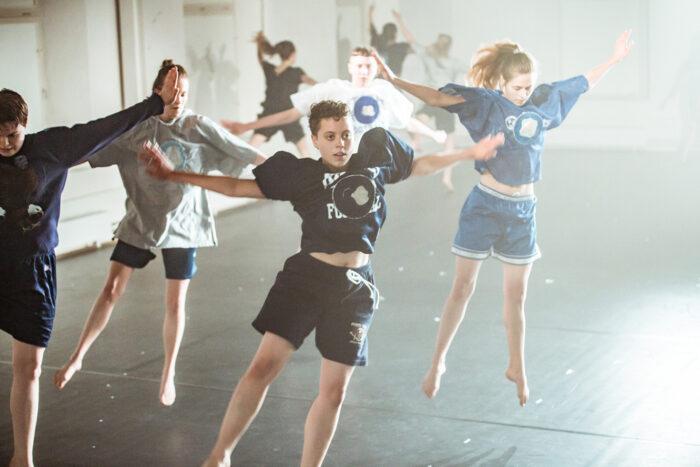 Dansare som repeterar till föreställningen How to do things with Romance